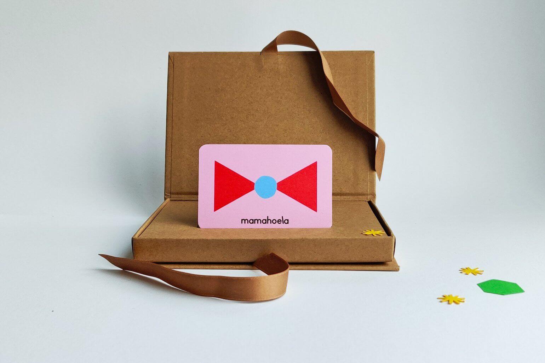 Mamahoela gift card in gift box